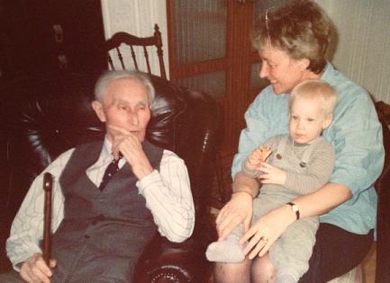 Johan med mormor och mormors far
